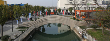 The longest 3D printed bridge in the world is in China and is capable of holding up to 600 pedestrians