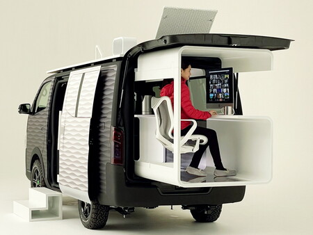 Nissan NV350 Office Pad Concept