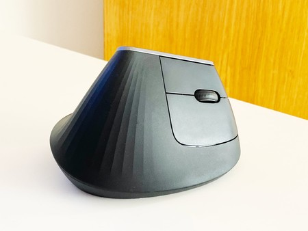 External face of the mouse, with the main keypad.