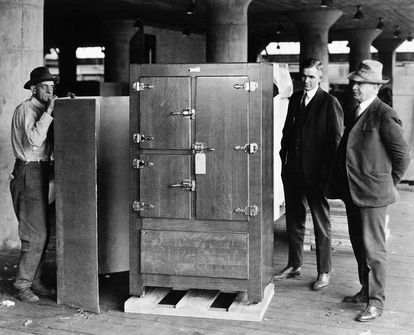Image of the first refrigerator, manufactured by Delco Light Company, a subsidiary of General Motors.